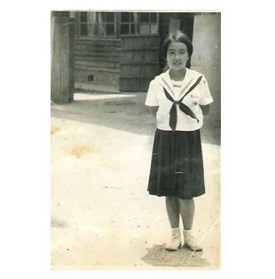 中学2年生のとき。貝塚市の中学校から横浜市に転校する際の記念写真
