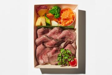 ニュージーランド産グラスフェッド牛のローストビーフと産直野菜寿司の謹製二段重