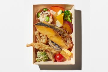宮城県産金華銀鮭の熟成やさか味噌漬焼きと産直野菜寿司の謹製二段重
